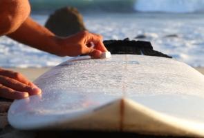 Surfboard richtig wachsen
